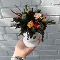 Подсвечник из стабилизированных цветов